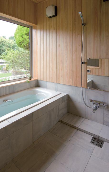 桧板と石で仕上げたモダン和風の造作浴室。田園風景を眺めながらバスタイムが楽しめます。|インテリア|ウッド|ナチュラル|