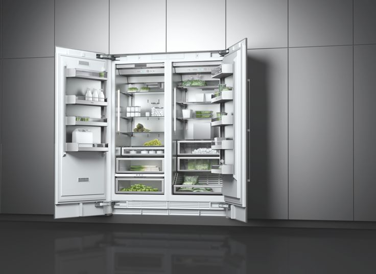 The combination of the 479 litre refrigerator RC 472 and the freezer RF 471 brings professional cooling technology into the home. With electronic temperature control and an integrated ice maker the freezer boasts the most modern Gaggenau technology.
