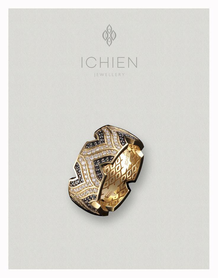 """Кольцо """"Лого"""" из коллекции """"Спирит"""". Желтое золото с белыми и черными бриллиантами."""