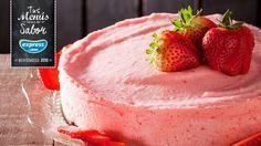 Si gustas de los productos dulces, no dudes en preparar una rica tarta mousse de yogurt con frutillas.