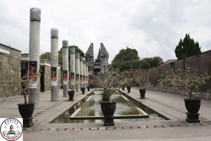 nJepret : Taman Perpustakaan Bung Karno Blitar | Almari Foto
