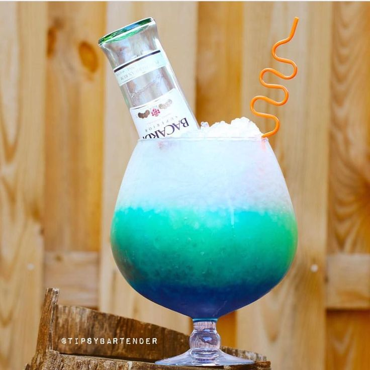16 Friend Cocktail - For more delicious recipes and drinks, visit us here: www.tipsybartender.com