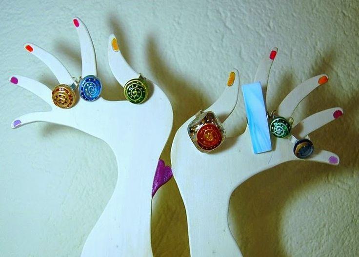 Anelli con gemme di vetro  http://ericaclock.blogspot.it/p/i-miei-ciondoli.html