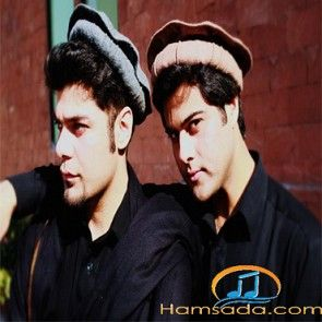 Música. Pakistán. Ismail and Junaid is a Pashto musical band originating from Peshawar, Khyber Pakhtunkhwa in Pakistan. The band consists of two members - Ismail Khan, the lead vocalist, poet and composer and Junaid Javed, a guitarist, composer and supporting vocalist. https://www.youtube.com/watch?v=VUX04lUspB0&index=3&list=RD9ie-zqMPpBs https://en.wikipedia.org/wiki/Ismail_and_Junaid