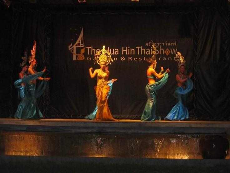 Thai ladyboy show