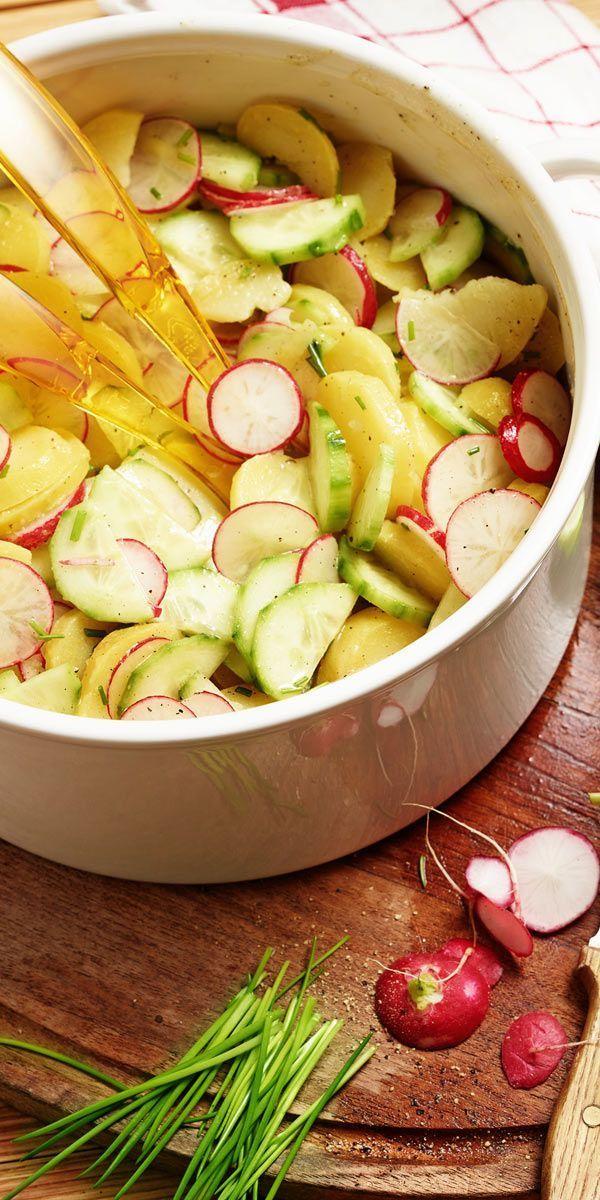Eine tolle Beilage für die nächste Feier: dieser bunte & frische Kartoffelsalat schmeckt Groß und Klein - und das ganz ohne Mayonnaise!