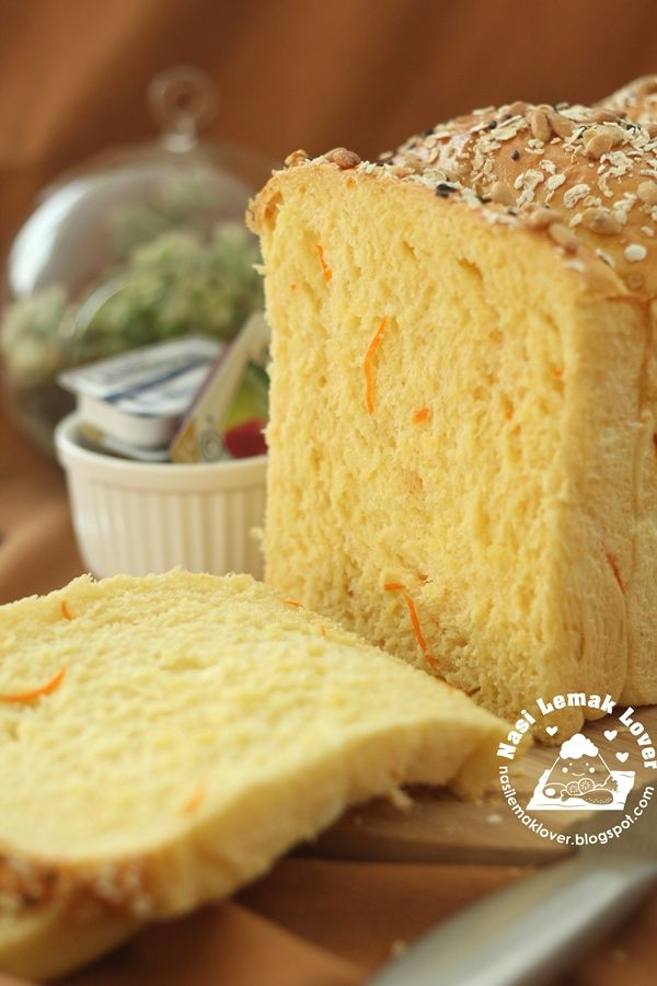 I got this idea of baking this carrot bread loaf after i spotted a similar bread selling at a bakery shop near my place.