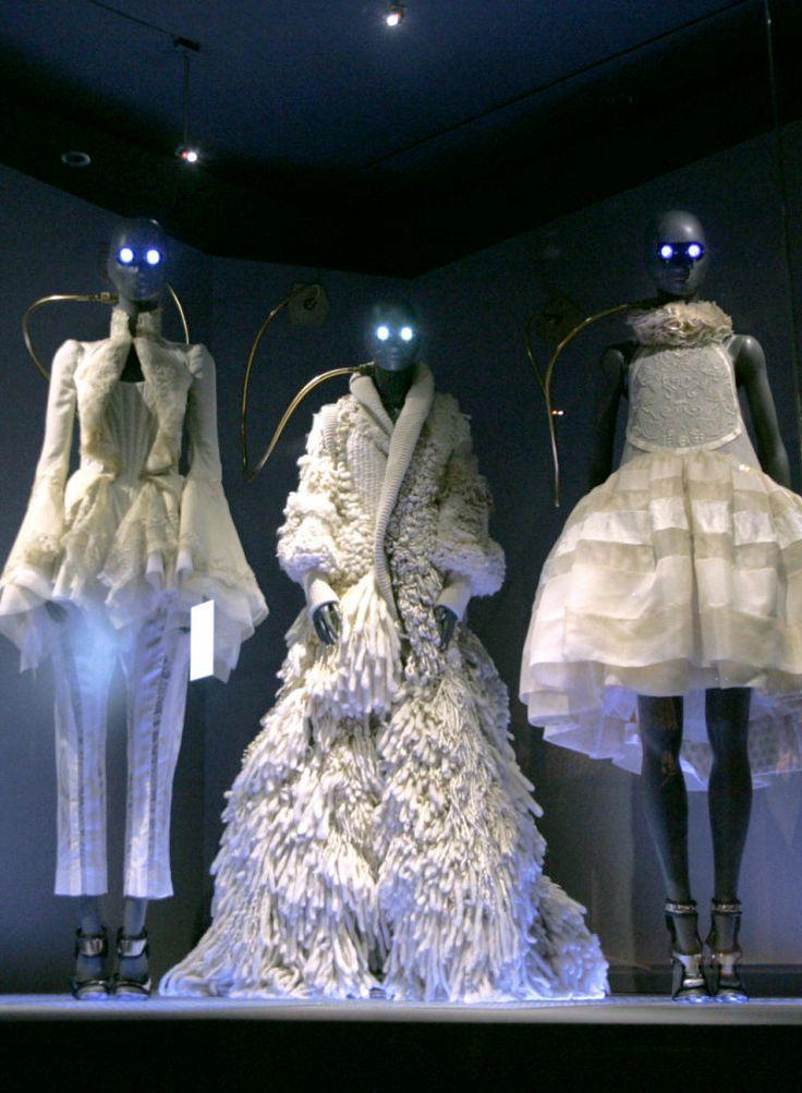 http://vl4da.tumblr.com/post/35360594697 Balenciaga Spring 2006 by Nicolas Ghesquière. Retrospective exhibition at the Musée des Arts Décoratifs in Paris.