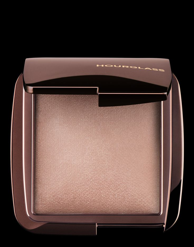 Ambient Lighting Powder in Dim Light | Hourglass