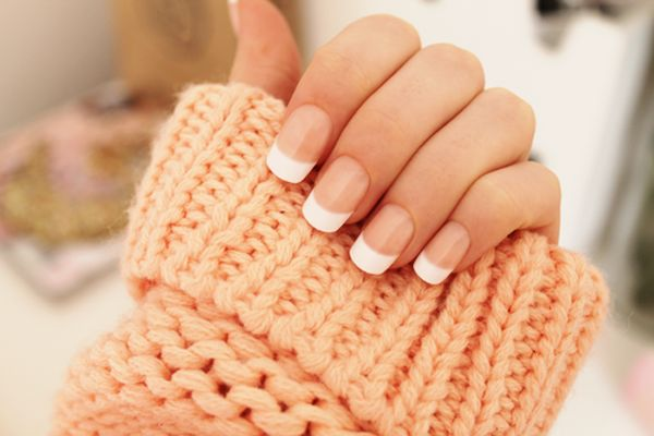 One of your classic French tip nails using nude nail polish as base coat and think white polish for the tip. It looks warm and fuzzy, perfect for just about your everyday look.