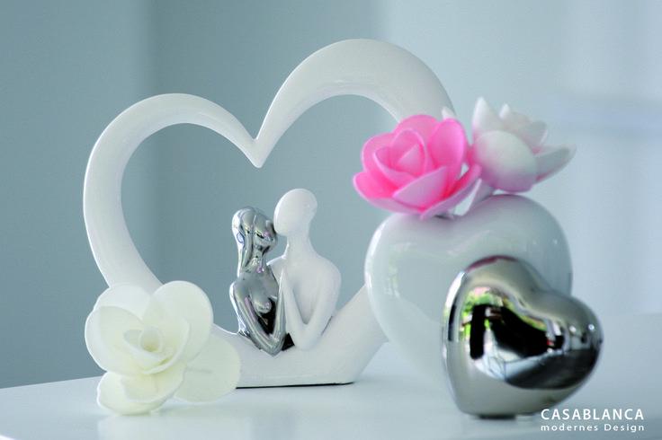 """Figur """"Heart - Frame"""" weiss/silber, Keramik, zum Stellen, Pärchen in Keramik Herz Rahmen  Vase """"Hearts"""" weiss/silber, Keramik, 1 Herz weiss und 1 Herz silber"""