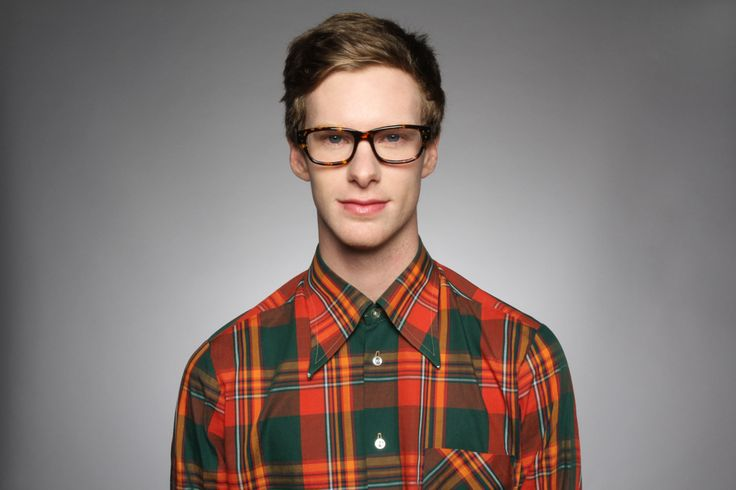 Simple portrait hipster guy with glasses