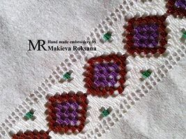 «Авторская работа Макиевой Роксаны.  Техніка: мережка шабак.  Матеріали: нитки муліне, домоткана тканина.»