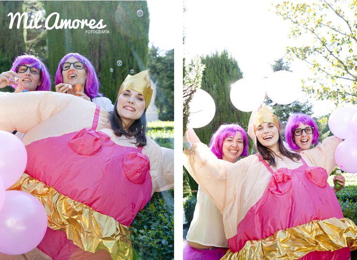 Fotos divertidas con amigas en la celebración de tu despedida de soltera Madrid y Zaragoza. http://www.milamoresfotografia.com/despedidas-de-soltera/despedida-de-soltera-celebracion-rosa-y-bea