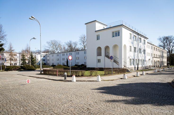 Boczne skrzydło budynku Akademii Wychowania Fizycznego w Warszawie |  The University of Physical Education building wing, Warsaw, Poland