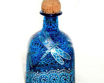 Libélula azul patrón botella decantador Arte pintado a mano en la decoración de mesa de vidrio