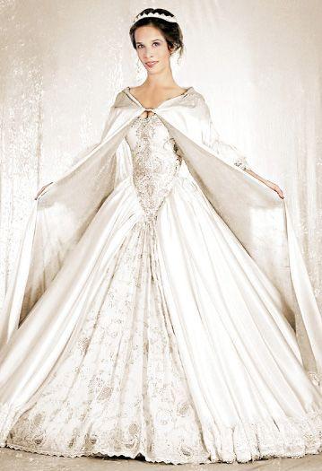 Lindo! Perfeito! Noiva Medieval. #casamento #medieval #branco #criativo #belo
