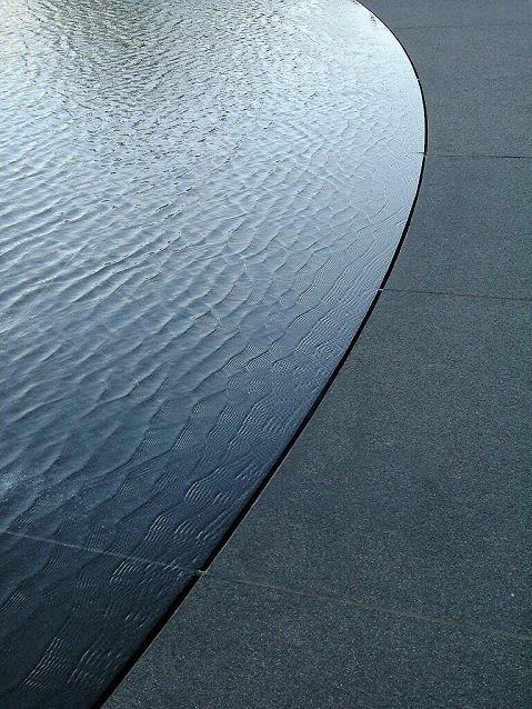 Sharp edge between water and terras.
