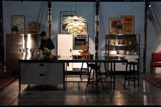 EURO CUCINA. La cocina es uno de los lugares del hogar que en los últimos años, en Europa, se ha convertido en uno de los espacios más importantes. El cuarto separado del resto de las actividades cotidianas y sociales de la familia se ha ido integrando poco a poco en la vida cotidiana y actualmente los sistemas que se ofrecen para satisfacer sus necesidades son las que hace unos años se hubieran considerado de una sala. http://www.podiomx.com/2014/04/euro-cucina.html