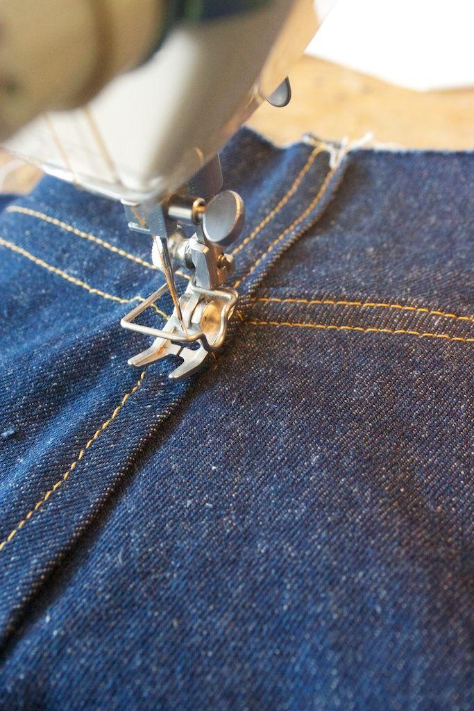 Die Naht, die die beiden Hälften der Hose zusammenhält, wird auch wieder als doppelte Kappnaht ausgeführt.