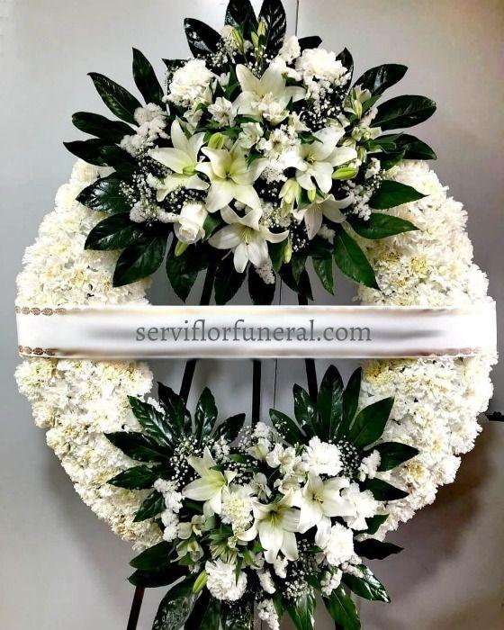 Coronas funerarias, corona de flores para difunto ofrendada en el tanatorio de Murcia, España. Coronas funebres España