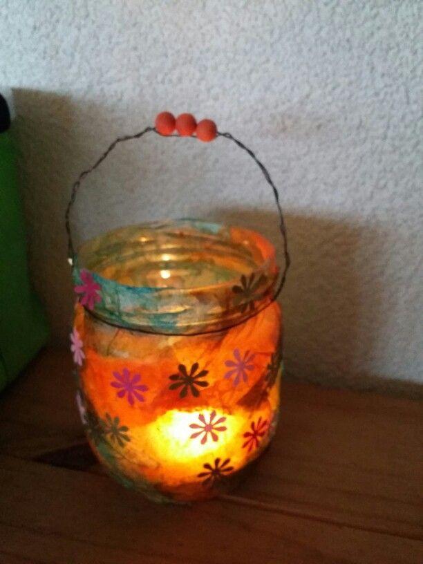 Kleines Geschenk für Oma. Teelicht aus Gurkenglas, Krepp und sehr, sehr viel Kleister...