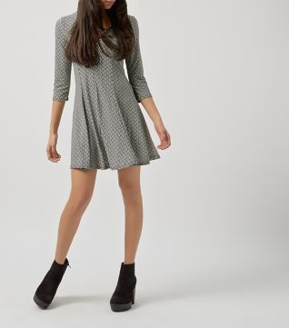 £22.00 New Look Blue Vanilla Black Zigzag Zip Neck Skater Dress
