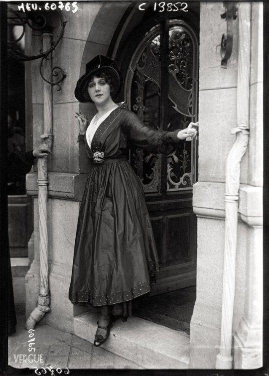 0ef33b99459 Mlle Gabrielle Robinne de la Comédie-Française