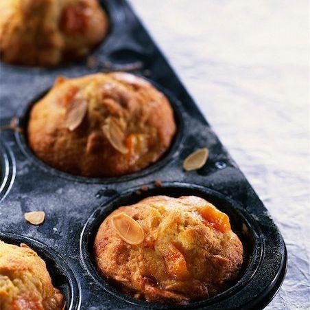 Beaucoup de fruits et de noix, pour des muffins santé de la collation au déjeuner!