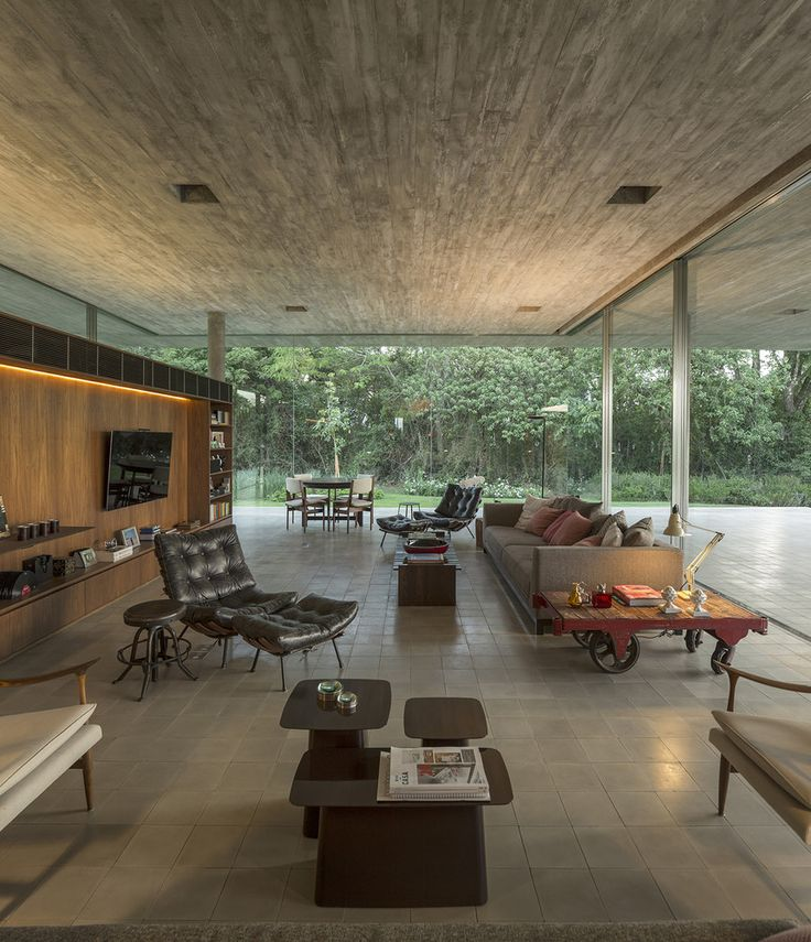 Redux house is located in the countryside of são paulo itatiba in a gated community called quinta da baroneza the open land on a downwards slope terrain