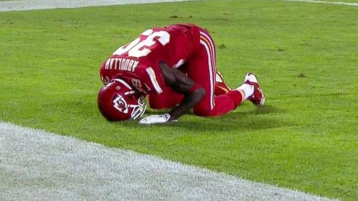 Kansas City Chiefs' Husain Abdullah penalized for praying after a touchdown. How does this gesture affect anyone's life? Let the kid pray!
