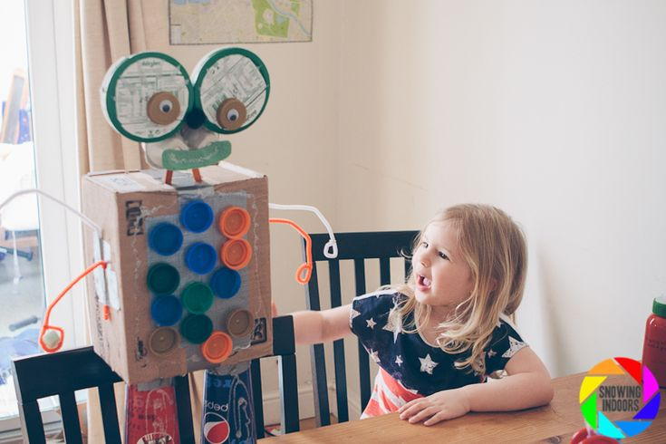 Home made cardboard robot craft for children (1) http://www.snowingindoors.com/index.php/2013/our-home-made-robot/