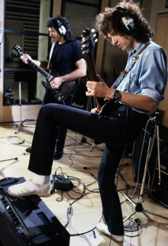 Tony Iommi & Brian May Recording A version of 'Smoke on the Water' with Ritchie Blackmore and other musicians.