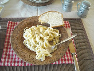 Easy Homemade Fettuccine Alfredo Sauce | Skinny Alfredo Sauce - Flour On My Face