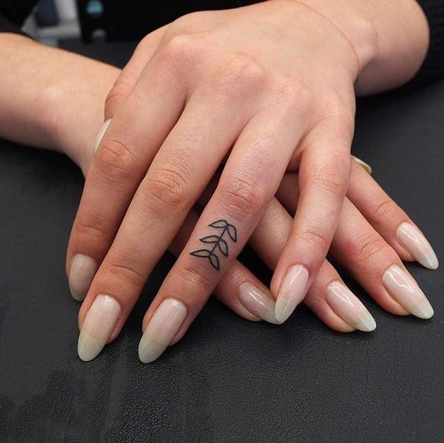 almond nails + leafy hand tattoo 😍 https://instagram.com/p/BGSRNU0Q_79/ - flan goddess