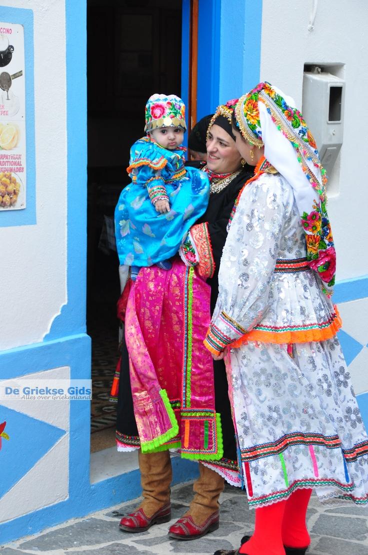 Traditionele klederdracht Olympos Karpathos | De Griekse Gids foto 023