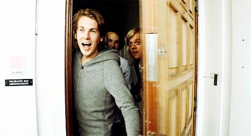 Ylvis ~ Bård Ylvisåker ♥--- that would be the greatest greeting ever! Oh my god. Their faces are too adorable.