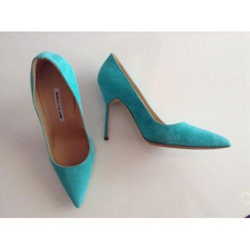 Estos Manolo Blahnik en verde tienen un precio increíble #manolos #outlet ¡No te pierdas nuestra sección de #zapatos en www.look-and-stop.com!