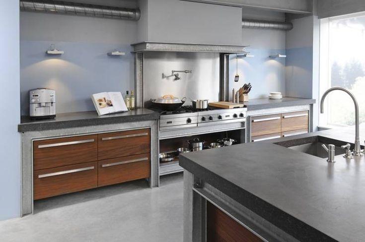 maatwerk massief noten houten keuken met betonnen aanrechtbladen en H-balken zijwanden en kooflijst - The Living Kitchen by Paul van de Kooi