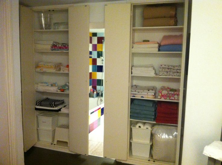 Dos armarios muy bien aprovechados por restyling closets - Armario ropa blanca ...