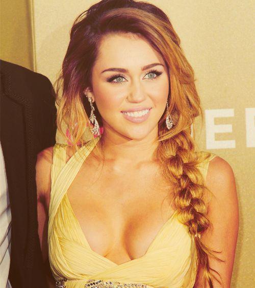 that side braidMiley Cyrus, Hair Colors, Hairmakeup, Long Hair, Beautiful, Hair Makeup, Messy Braids, Side Braids, Mileycyrus