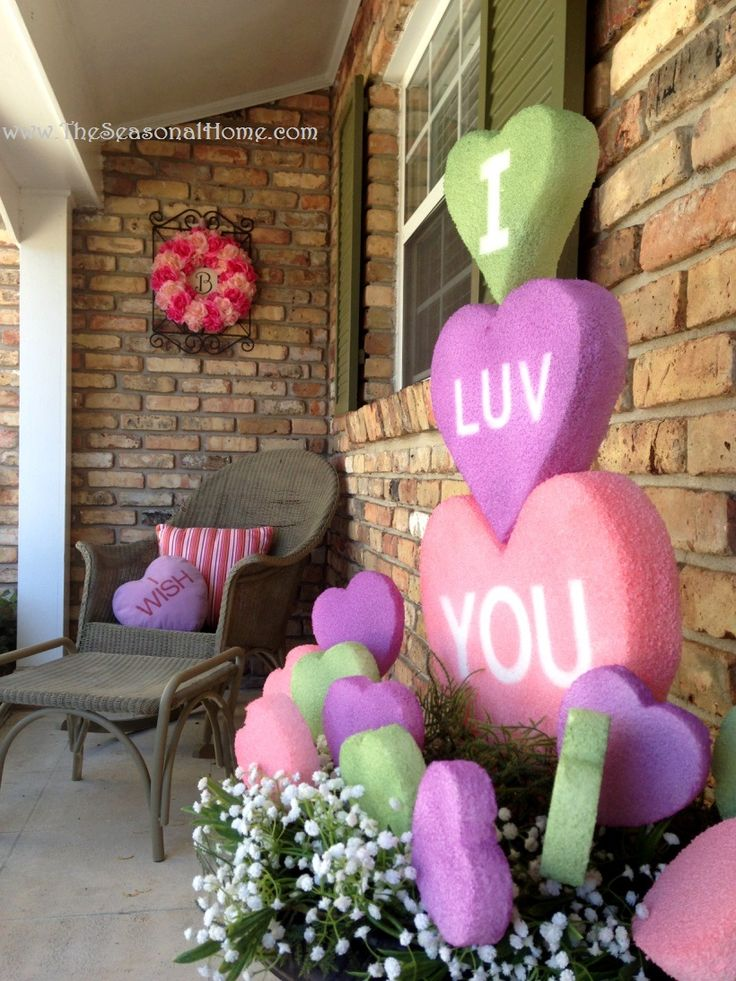 A lot of ideas for Valentine's Day ~ using styrofoam and paint. I will be making some hearts to hang in my trees & windows, if I have enough styrofoam.
