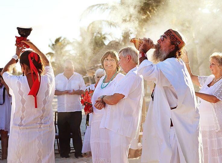 Tipos de boda en México. ¿Conoces todos los tipos de ceremonias que existen para casarte? ¡Aquí te los presentamos! http://cotishop.com.mx/blog/2016/01/22/tipos-de-ceremonia-de-bodas-en-mexico