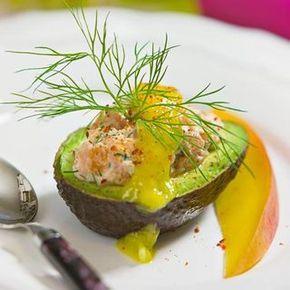 Avokado med laxröra och mangosås