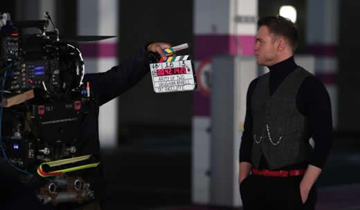 Videoclip: Olly Murs - Army of Two  http://www.emonden.co/videoclip-olly-murs-army-of-two