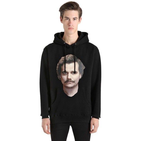 Ih Nom Uh Nit Men Narcos Pablo Escobar Hooded Sweatshirt (7,955 MXN) ❤ liked on Polyvore featuring men's fashion, men's clothing, men's hoodies, black, mens hoodies, mens sweatshirt hoodies, mens hoodie and mens hooded sweatshirts