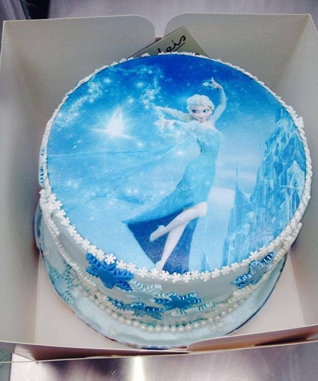 That time that we made a Princess Elsa #cake when #Frozen was still all the rage* *it is still all the rage - Ed  #tbt #cakestagram #dessert #foodporn #food #sugar #yummy #nomnom #baking #sundeis