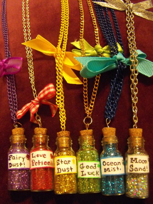 I am totally making this later! I've been thinking of fairy dust ideas for a few days. Just had to narrow down supplies.