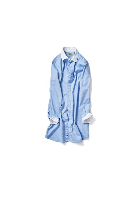 POGGIANTI  1958年トスカーナ郊外にて「Poggianti1958 」がスタート。 イタリアのファブリック(すべてコットン)、自社工場での生産と、100%MADE IN ITALYというゆるぎない哲学を守り続けています。  このロングクレリックシャツもコットン100%素材。あえてメンズ仕様のシャツを、デザイン、ディテールはそのままに、着丈と細かい部分のサイズ調整をしたオリジナルシャツです。 フロントは前立て仕様で貝ボタン。最終ボタンは勿論イタリアンカラーです。このさり気ない遊び心もイタリアブランドらしいところ。 レギンスパンツやスキニーデニムなどに合わせたり、真夏にはショートパンツとのコーディネートでワンピースのように着ていただくのをおススメします。   ■サイズ(単位:cm)   サイズ 着丈 肩幅 身幅 袖丈  37 85 35 46 58    ■カラー  ホワイト×サックスブルー  ■素材  コットン 100%  ■原産国   ITALY ■発送予定  1月中旬より随時発送  ※発送時期は前後致します。…