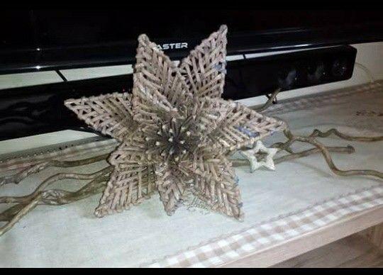Fiore...realizzato con cannucce  di  carta